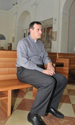 Prete a digiuno la chiesa si riempie oggi treviso for Piani di casa rambler con seminterrato sciopero