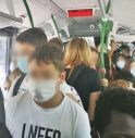 Studenti in autobus affollati