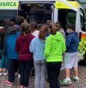 Gli alunni e le alunne zerotine assistono alla lezione di primo soccorso
