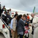 Il Papa accoglie in Vaticano tre famiglie di rifugiati musulmani