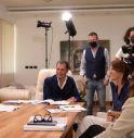 Il produttore esecutivo Piergiorgio Paladin sul set con i fratelli Carron