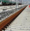Attraversa binari ma arriva treno merci e la travolge, morta 23enne
