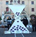 La clessidra gigante, il simbolo del flashmob organizzato a Mogliano in occasione del quinto anniversario dagli accordi di Parigi