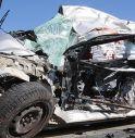 Auto schiacciata tra due camion, morti un 30enne ed un 66enne