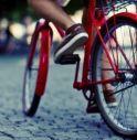 conegliano palpeggia ragazza bici