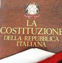 """Si """"sventola"""" con la Costituzione: cittadinanza negata"""