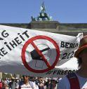 Negazionisti sfilano a Berlino, noi seconda ondata