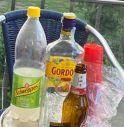 Movida maleducata a Conegliano: bevono sui tavoli esterni del bar chiuso e lasciano le bottiglie