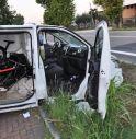 Scoperti a rubare bici, tentano la fuga e finiscono col furgone nel fosso