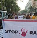 Stuprata da cinque uomini si dà fuoco: 14enne in fin di vita