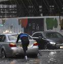 Piogge torrenziali a Londra, strade e metro chiuse: due ospedali inondati