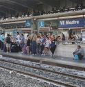 Finisce sotto il treno: allarme in stazione