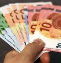 Trova borsello con 10mila euro e lo restituisce