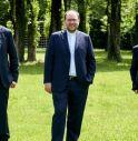 I tre ordinanti ( al centro don Samuele Moro) e con vescovo Tomasi