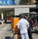 Solidarietà per l'ospedale Costa, consegnate 60 pizze e 30 tute