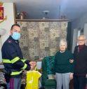i nonni Lucia e Romeo con Giuseppe, poliziotto della Stradale di Bellano