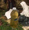 Bottiglia di urina nel presepe, la scoperta all'ingresso del municipio