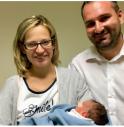 il sindaco Alessandro Righi, la moglie Stefany e il piccolo Filippo