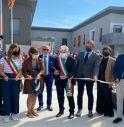 Il taglio del nastro che ha inaugurato la nuova scuola media di Breda di Piave
