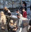 Raid contro scuole e ospedali in Siria: 50 morti, anche bambini