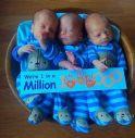 Nati tre gemelli identici, un caso su un milione