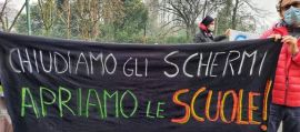 proteste per scuola chiusa