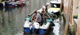 Venezia, gondolieri sub recuperano 1 tonnellata rifiuti da canali