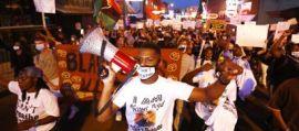 Omicidio Floyd, ancora proteste: a Minneapolis spari contro agenti