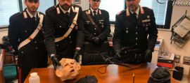 Una maschera da carnevale raffigurante Fausto Bertinotti