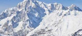 Cade da una cascata di ghiaccio davanti alla compagna: tragedia in montagna