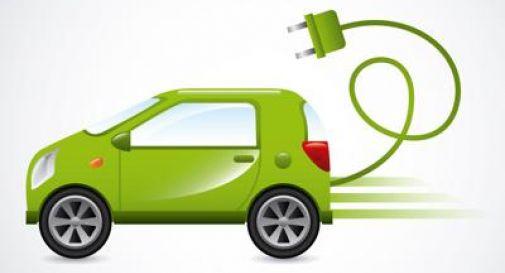 Mobilità, nel 2032 un'auto su 2 sarà elettrica.