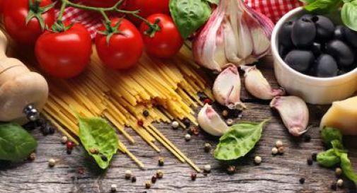 Alimenti: Neuromed, 'etichetta non basta, serve piramide mediterranea'.