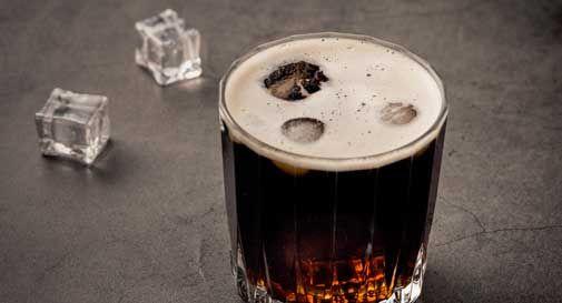 Ridurre l'alcol potrebbe aiutare a smettere di fumare