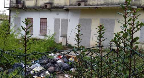 Una discarica a cielo aperto in centro a Conegliano: