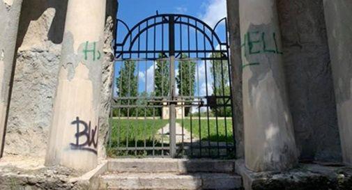 Santa Maria in Colle e il vecchio cimitero nuovamente deturpati