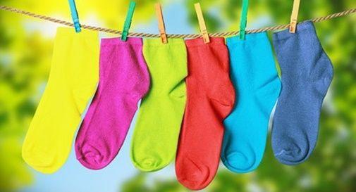 giornata dei calzini spaiati in piazza a Susegana