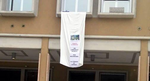 """Un lenzuolo bianco in municipio per la """"Giornata nazionale della legalità"""""""