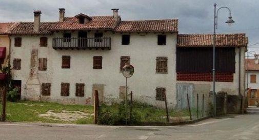 Demoliscono un edificio storico per costruire un condominio, è polemica