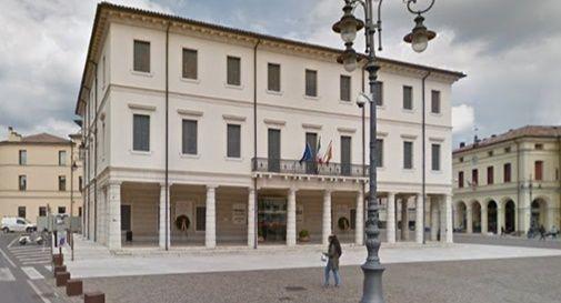 Il palazzo è vuoto: il sindaco va a Venezia e il segretario a Castelfranco