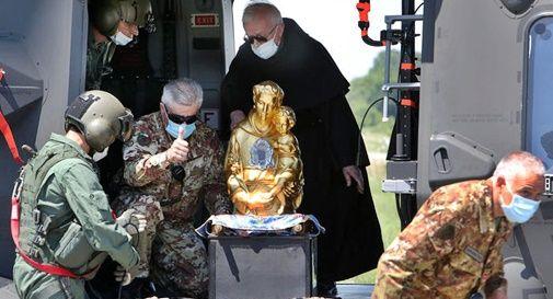 Busto di Sant'Antonio da Padova in elicottero