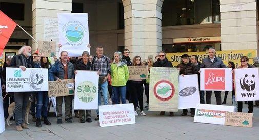 Sit-in a Treviso per la tutela delle Grave di Ciano
