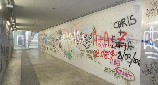 Sottopasso della stazione al buio: tornano i vandali