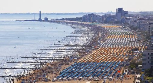 Jesolo, Covid point per il rientro dei turisti: tamponi in Piazza Mazzini