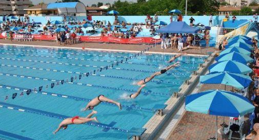 Arresto cardiaco durante la gara di nuoto al Natatorium