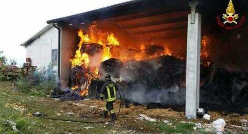 Esplosione in stalla, contadino gravemente ustionato