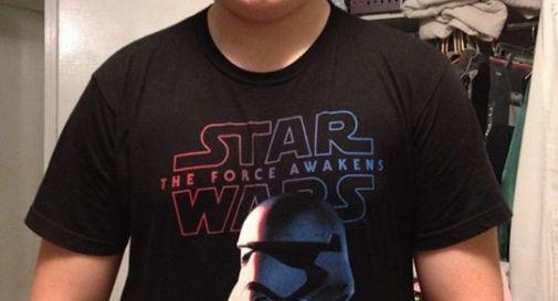 Indossa maglietta di Star Wars, la scuola lo invita a coprirsi: