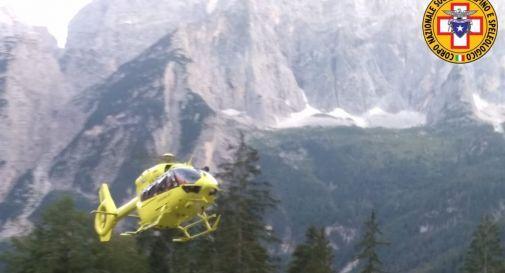 Cade dal sentiero, escursionista si ferisce gravemente