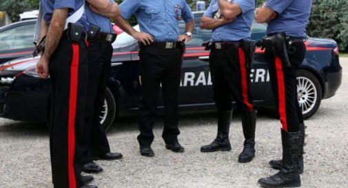 Carabinieri intervengono per furto, restano schiacciati dal cancello