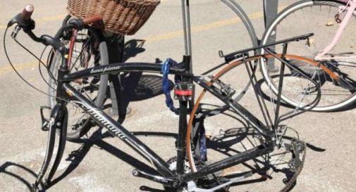 Ruba una bici, tenta di venderla. Ma si rivolge a un vigile in borghese