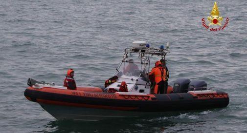 Offshore si schianta contro una diga a Venezia, tre uomini perdono la vita